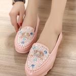 รองเท้าคัทชูผู้หญิงสีชมพู ส้นเตี้ย ประดับแผ่นโลหะrhinestones น่ารัก แฟชั่นเกาหลี