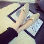 รองเท้าส้นแบนผู้หญิงสีเทา หัวแหลม ทำจากหนัง ประดับมุก ส้นสูง1ซม. แฟชั่นเกาหลี