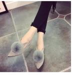 รองเท้าส้นเตี้ยผู้หญิงสีเทา หัวแหลม ประดับขนสัตว์ที่หัว น่ารัก สวมใส่สบาย แฟชั่นเกาหลี