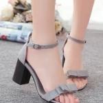 รองเท้าส้นสูงสีเทา ส้นหนา หุ้มส้น สายรัดปรับระดับได้ ผ้าสักราจ เซ็กซี่ แฟชั่นเกาหลี