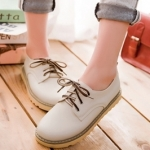รองเท้าผ้าใบแฟชั่นผู้หญิงสีครีม หัวกลม แบบเชือกผูก หนังPU ส้นแบน แนววินเทจ แฟชั่นเกาหลี