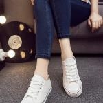 รองเท้าผ้าใบผู้หญิงสีขาว ร้อยเชือก ทรงคลาสสิค ฮิตตลอดกาล แฟชั่นเกาหลี