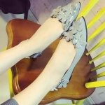 รองเท้าส้นแบนแฟชั่นสีเทา หัวแหลมแต่งดอกไม้ วัสดุพียูคุณภาพ ดูดี สวมใส่สบายเท้า แฟชั่นเกาหลี