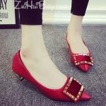 รองเท้าคัทชูผู้หญิงสีแดง ส้นหนา หัวแหลมแต่งหัวเข็มขัดสีทอง ดูดี แฟชั่นเกาหลี