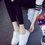 รองเท้าผ้าใบแฟชั่นเกาหลีสีขาว ลายหนังงู ส้นประดับหมุดสีเงิน ด้านในเป็นกำมะหยี่ มีเชือกผูก น่ารัก ดูดี