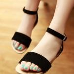 รองเท้าแตะผู้หญิงสีดำ ทูโทน รัดส้น แบบสวม พื้นแบน สล์โรมัน มีเข็มขัดรัดข้อเท้า แฟชั่นเกาหลี