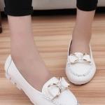 รองเท้าคัทชูส้นเตี้ยสีขาว ประดับโบว์ฝังเพชร หนังPU พื้นยาง หรูหรา แฟชั่นเกาหลี
