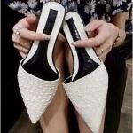 รองเท้าเปิดส้นหญิงสีขาว หัวแหลม ลายหนังงู ส้นเตี้ย เจ้าหญิง แฟชั่นยุโรป