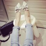 รองเท้าส้นแบนผู้หญิงสีขาว หัวแหลม ประดับโบว์ ส้นสูง1ซม. แฟชั่นเกาหลี