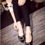 รองเท้าส้นเตี้ยแฟชั่นสีดำ Rhinestone หัวแหลมแต่งเข็มขัดฝังเพชร วัสดุพียูสักราจ สไตล์หวาน น่ารัก แฟชั่นเกาหลี