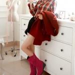 รองเท้าบู๊ทยาวผู้หญิงสีแดง หนังนิ่ม ส้นเตารีด หัวกลม ตกแต่งซิปเก๋ไก๋ เล่นลายเส้น ส้นสูง7cm แฟชั่นเกาหลี