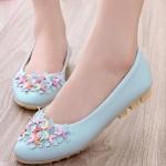 รองเท้าคัทชูส้นเตี้ยสีฟ้า ลายดอกไม้ หนังPU พื้นยาง สไตล์หวาน พื้นนุ่ม ใส่สบายเท้า แฟชั่นเกาหลี