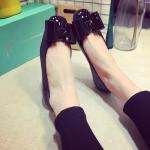 รองเท้าหุ้มส้นผู้หญิงสีดำ หนังแก้ว ประดับโบว์ ส้นเตี้ย แฟชั่นเกาหลี