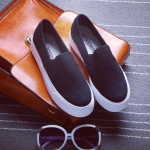 รองเท้าผ้าใบแฟชั่นผู้หญิง สีดำ พื้นสีขาว แบบสวม พื้นหนา3-5cm. ดีไซดืเรียบง่าย ทันสมัย แฟชั่นเกาหลี