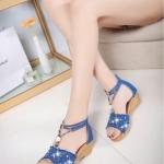 รองเท้าส้นเตารีดสีฟ้า รัดส้น ผ้ายีนส์ ประดับเพชร สไตล์หวาน ไม่ซ้ำใคร แฟชั่นเกาหลี