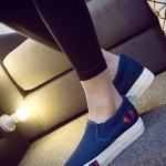 รองเท้าผ้าใบแฟชั่นผู้หญิงสีน้ำเงิน พื้นสีขาว แบบสวม ใส่ลำลอง พื้นหนา ทรงทันสมัย น่ารัก แฟชั่นเกาหลี