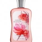 Bath&Body Works Cherry Blossom Shower Gel 295 ml. เจลอาบน้ำกลิ่นหอมติดกายนานตลอดวัน กลิ่นนี้จะมีความหอมดอกไม้นานาชนิด ผสมกับกลิ่นวนิลาได้อย่างลงตัว ลักษณะเด่นจะหอมนุ่มๆ และมีกลิ่นอ่อนของดอกไม้ตามทีหลัง หากใครไม่ชอบกลิ่นฉุน