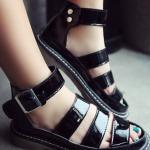 รองเท้ารัดส้นผู้หญิงสีดำ สไตล์โรมัน มีเข็มขัดรัดข้อเท้า พื้นหนา แฟชั่นยุโรป