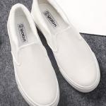 รองเท้าผ้าใบแฟชั่นผู้หญิงสีขาว วัสดุหนัง ทรงมัฟฟิน ด้านในเป็นผ้ากำมะหยี่ สวมใส่สบาย แฟชั่นเกาหลี