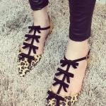 รองเท้ารัดส้นผู้หญิงลายเสือดาว หัวแหลม สายรัดประดับโบว์ ส้นรองเท้าสีทอง แฟชั่นเกาหลี