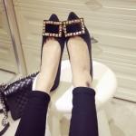 รองเท้าหุ้มส้นผู้หญิงลายเสือดาว หัวแหลม ประดับโลหะสีทอง ส้นเตี้ย แฟชั่นเกาหลี