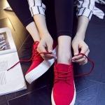 รองเท้าผ้าใบแฟชั่นเกาหลีสีแดง ส้นตึก พื้นสีขาว แต่งลอนนูน แบบเชือกผูก แนววินเทจ