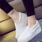 รองเท้าผ้าใบแฟชั่นเกาหลีสีขาว วัสดุหนัง แบบสวม เรียบง่าย ดูดี