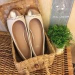รองเท้าคัชชูผู้หญิงสีครีม ส้นแบน หนังนิ่ม ทรงสวย ใส่สบาย แบบเรียบๆ