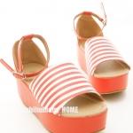 รองเท้าส้นตึกผู้หญิงสีแดง ลายเส้นขาวสลับแดง ปิดส้น มีสายรัดข้อเท้า