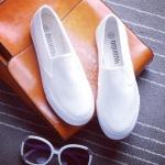 รองเท้าผ้าใบแฟชั่นผู้หญิง สีขาวล้วน แบบสวม พื้นหนา3-5cm. ดีไซดืเรียบง่าย ทันสมัย แฟชั่นเกาหลี