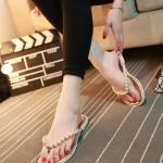 รองเท้าแตะผู้หญิงสีทอง แบบหนีบ สายรัดประดับมุกฝังเพชร สวมใส่สบาย น้ำหนักเบา แฟชั่นเกาหลี