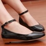 รองเท้าส้นเตี้ยผู้หญิงสีดำ หุ้มส้น หัวแหลม พื้นลาด วัสดุPU ส้นสูง3cm มีเข็มขัดรัดข้อเท้า แฟชั่นเกาหลี