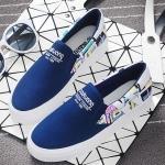 รองเท้าผ้าใบปฟชั่นผู้หญิงสีฟ้า ส้นแต่งลายกราฟฟิตี้ แบบสวม พื้นหนา น่ารัก ดูดี ไม่ซ้ำใคร ใส่ลำลอง