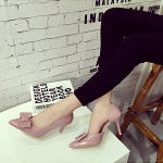รองเท้าส้นสูงสีชมพู หัวแหลม ประดับโบว์ แนวหวาน ส้นเข็มสูง8ซม. แฟชั่นเกาหลี