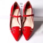 รองเท้าหุ้มส้นผู้หญิงแดง หัวแหลม ส้นเตี้ย มีสายรัดหลังเท้า แฟชั่นเกาหลี