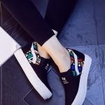 รองเท้าผ้าใบผู้หญิงสีดำ ส้นตึก แบบสวม แต่งลาย ทรงทันสมัย สวมใส่สบาย แฟชั่นเกาหลี