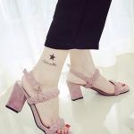 รองเท้าส้นสูงสีดำ ส้นหนา รัดส้น สายคาดเป็นสายถัก ทันสมัยไม่ซ้ำใคร แฟชั่นเกาหลี