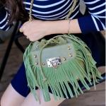 กระเป๋าสะพายข้างสีเขียว ทรงขนมจีบ แต่งพู่เก๋ๆทั้งใบ สายสะพายแต่งด้วยโซทอง แฟชั่นเกาหลี