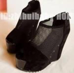 รองเท้าส้นเตารีดสีดำ หนังนิ่มและตาข่าย ประดับหมุด แฟชั่นยุโรป