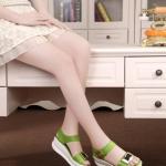 รองเท้าแตะผู้หญิงสีเขียว แบบรัดส้น กัวแต่งโลหะสีทอง พื้นยาง แนวคลาสสิค สวยแบบเรียบง่าย แฟชั่นเกาหลี
