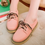 รองเท้าผ้าใบแฟชั่นผู้หญิงสีชมพู หัวกลม แบบเชือกผูก หนังPU ส้นแบน แนววินเทจ แฟชั่นเกาหลี