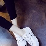 รองเท้าผ้าใบแฟชั่นเกาหลีสีขาว พื้นหนา หัวรองเท้าสีขาวแถบดำ ทรงยอดนิยม ฮิตตลอดกาล