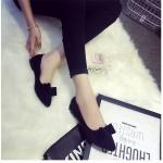 รองเท้าส้นแบนผู้หญิงสีเทา หุ้มส้น หัวแหลม ประดับขนกระต่าย แฟชั่นเกาหลี