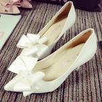 รองเท้าส้นสูงสีขาว หัวแหลม ประดับโบว์ ส้นสูง7.5 แหชั่นเกาหลี