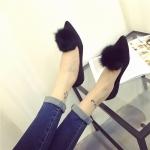 รองเท้าส้นตั้ยผู้หญิงสีดำ หนังกลับ หัวแหลม ประดับพู่ขนสั้ตว์ที่หัว น่ารัก เก๋ไก๋ แฟชั่นเกาหลี