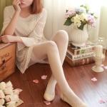 รองเท้าส้นแบนผู้หญิงสีชมพู หุ้มส้น หัวแหลม ฉลุลาย ใส่แล้วเท้าเล็ก แนวหวาน น่ารัก แฟชั่นเกาหลี