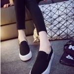 รองเท้าผ้าใบแหชั่นผู้หญิงสีดำ พื้นหนา พื้นสีขาว แบบสวม ใส่สบาย ทรงทันสมัย ดีไซด์เรียบง่าย แฟชั่นเกาหลี