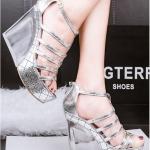 รองเท้าส้นเตารีดแบบรัดส้น (สีเงิน)