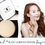 Coco Blanc Aura CC Pressed Powder No.1 Blanc Luminous Winter แป้งโคโค่ บล็อง เบอร์นี้เนื้อแป้งออกโทนขาวสว่าง จะเน้นเรื่องขาวกระจ่าง กระจายแสง วาวทั่วหน้าค่ะ แป้ง CC นวัตกรรมใหม่ รวมเอาขั้นตอนการบำรุงผิว เบส บีบี และไพรเมอร์ เข้าไว้ด้วยกัน