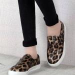 รองเท้าผ้าใบผู้หญิงลายเสือดาว หัวกลม แบบสวม พื้นหนา สวมใส่สบาย แฟชั่นเกาหลี